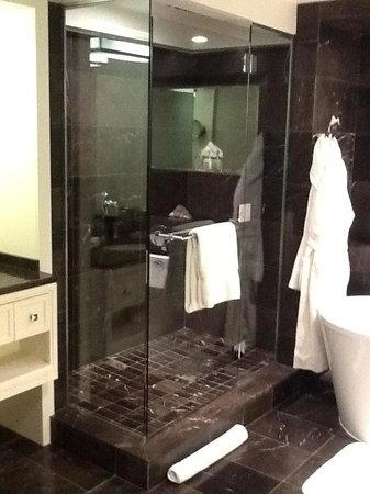 ‪‪Rosewood Hotel Georgia‬:                   Amazing shower