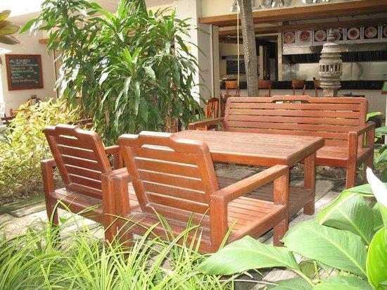 Sunshine Hotel & Residences:                   Немного о территории отеля  - это и вся территория отеля