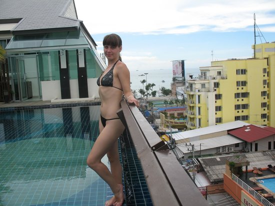Sunshine Hotel & Residences:                   Бассейн с видом на море