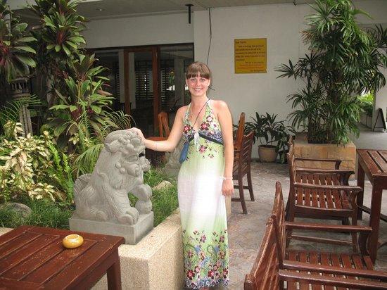 Sunshine Hotel & Residences:                   Территория отеля