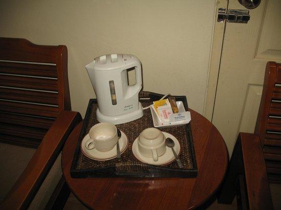 Sunshine Hotel & Residences:                   Набор для чая и кофе всегда обновлялся каждый день