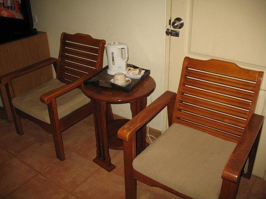 Sunshine Hotel & Residences:                   Зона отдыха в номере