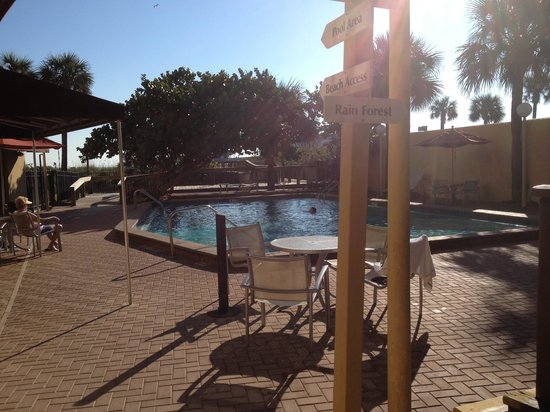 La Quinta Inn & Suites Cocoa Beach Oceanfront: Pool area
