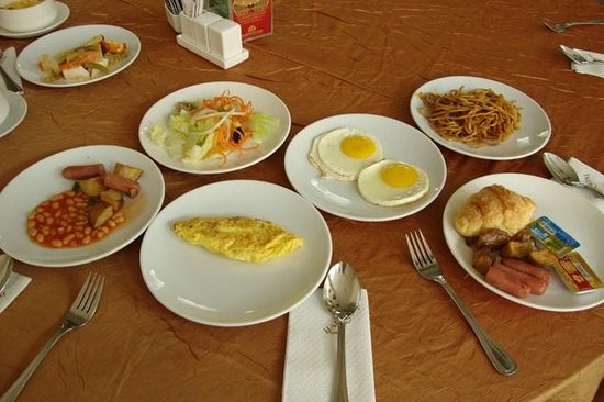 Harmoni One Convention Hotel and Service Apartments: Buffet Breakfast