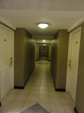 Crans Montana Hotel:                   Corredor
