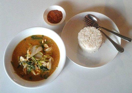 Tom Yum Kung Restaurant, Phnom Penh : Sukiyaki Soup & Chicken - Lovely at $3 total