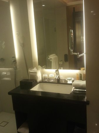 The Bellevue Manila:                   Badeværelse