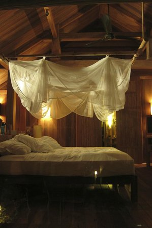 Six Senses Ninh Van Bay:                   our room at night