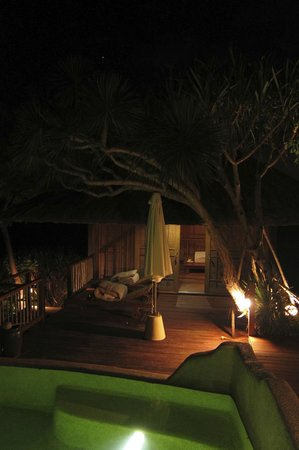Six Senses Ninh Van Bay:                   night view of our room