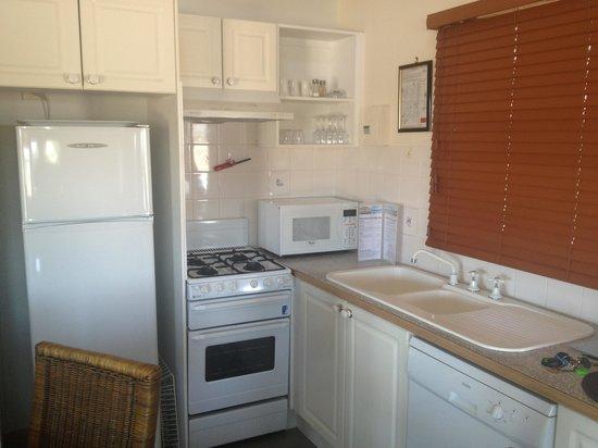 Coachhouse Marina Resort: Kitchen