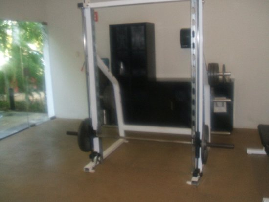 Grand Oasis Palm:                   Smith Machine GYM