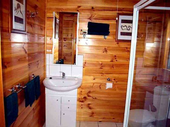 Lumera Chalets: Spacious en suite bathroom