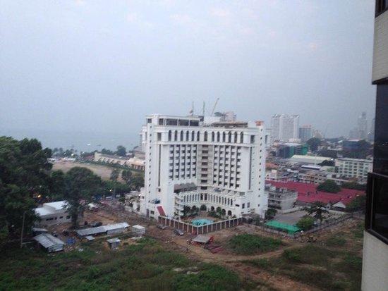 โรงแรมซีซั่นส์ พัทยา:                   部屋からの眺め
