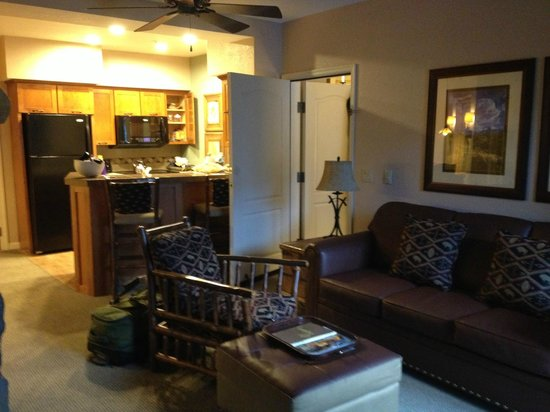 Sheraton Mountain Vista Villas, Avon / Vail Valley:                   Living room & full kitchen