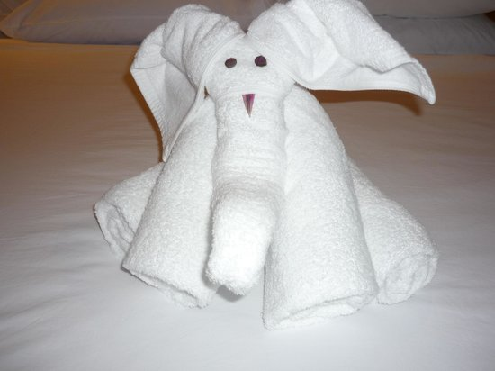 Katathani Phuket Beach Resort:                   They put these towel decorations in the room in the evening.