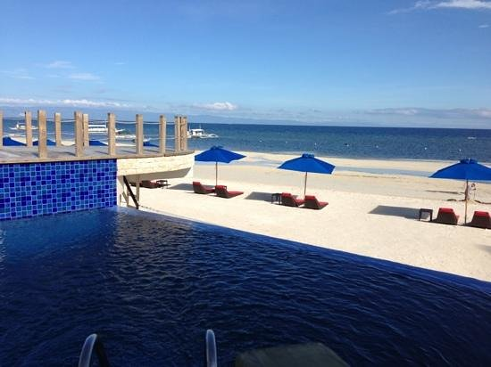 The Bellevue Resort Bohol:                   pool side