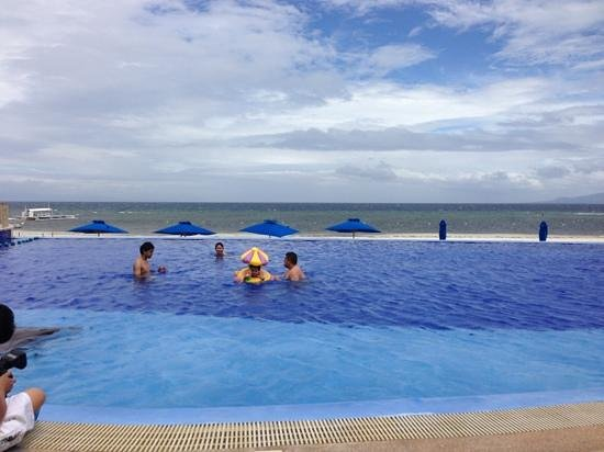 The Bellevue Resort Bohol:                   enjoying the pool