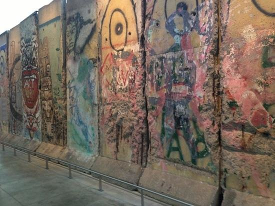 Newseum: Berlin Wall exhibit