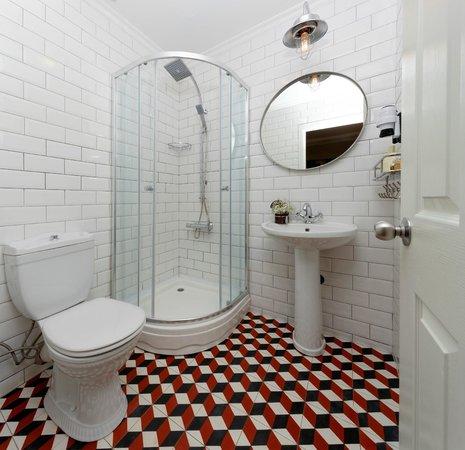 Portus House Istanbul: Rennovated Retro Style Bathroom
