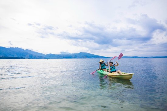 Camayan Beach Resort and Hotel: Kayak