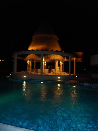 Iberostar Paraiso Maya:                   One of the pools at night