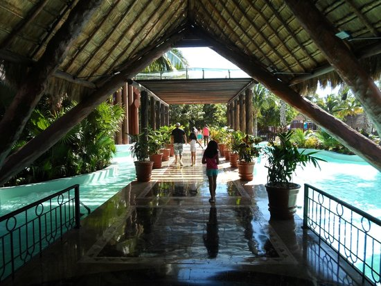 Iberostar Paraiso Maya:                   One of the many foyers