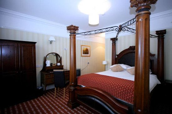 Castle Hotel: Four Poster Room