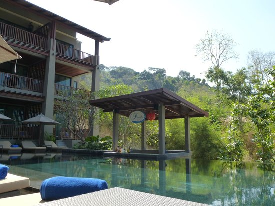 Avista Hideaway Phuket Patong, MGallery by Sofitel:                   bar at pool