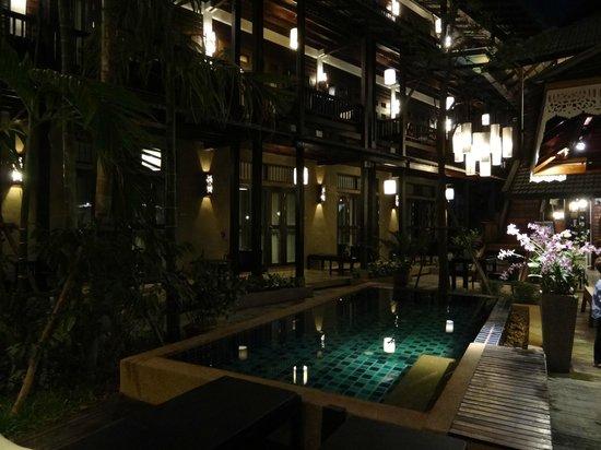 بانتاي فيليدج:                                     Tres bel hotel                                  