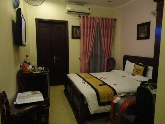 Hanoi Old Centre Hotel:                   deluxe room with balcony