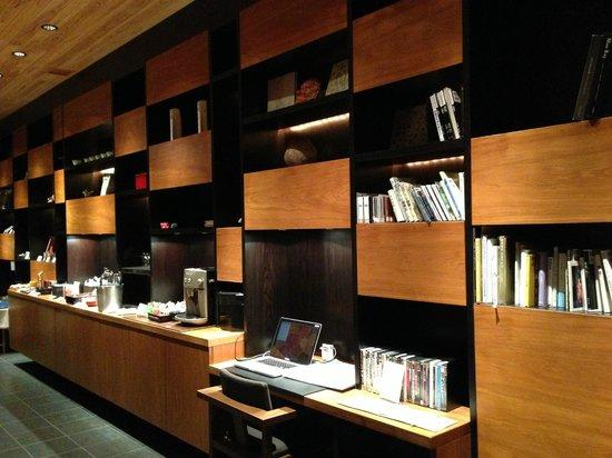 HOSHINOYA Kyoto: Library lounge