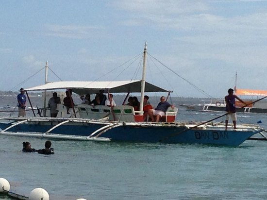 Moevenpick Hotel Mactan Island Cebu: The outrigger boat for our snorkelling trip