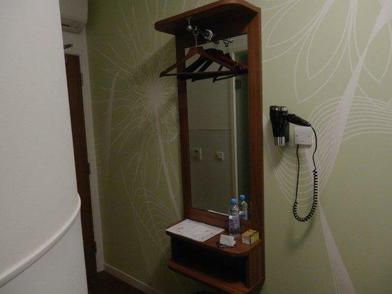 จูน โฮเต็ล-ลิเวอร์พูล สตรีท:                   Habitación en 1ª planta con ventana