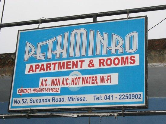 Pethminro Guest House :                   C'est là...