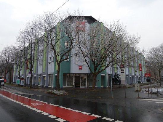 Ibis Bonn: Entrada