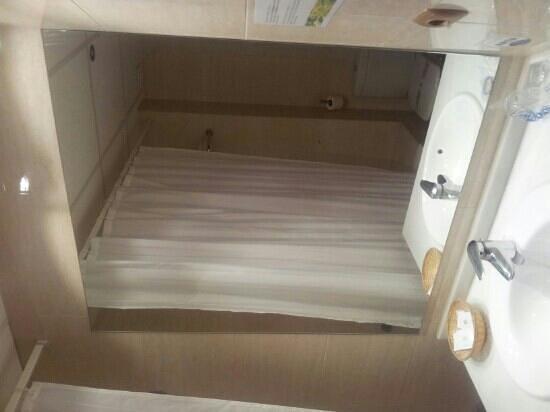 Hotel Saylu: El baño