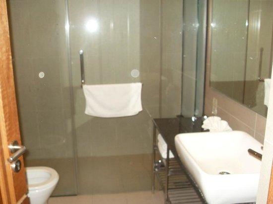 Belum Rainforest Resort: bathroom