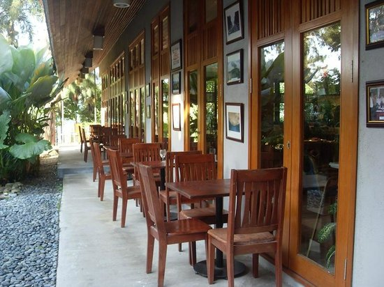 Belum Rainforest Resort: side restaurant view