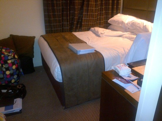 Mercure London Paddington Hotel:                   bed and desk next to each other