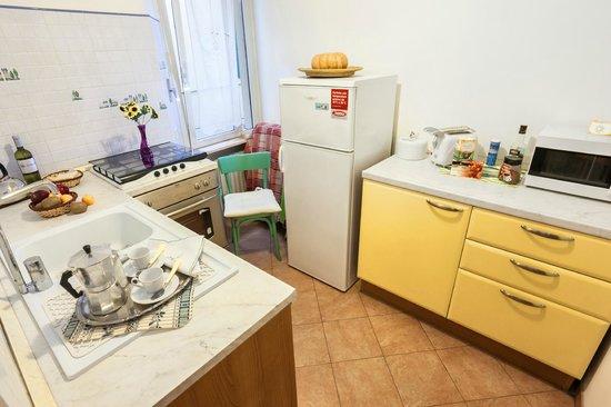 Prati B&B and Prati Vatican Apartment: Apartment Kitchen