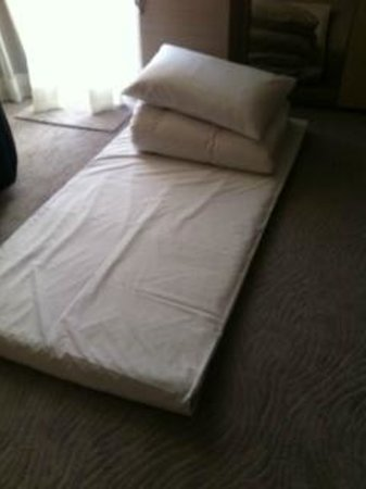 Les Suites Grandee:                   the so called extra BED
