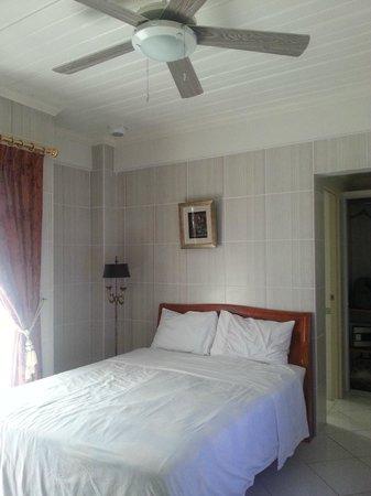 โรงแรมอีมิราโมนาการ์เดน