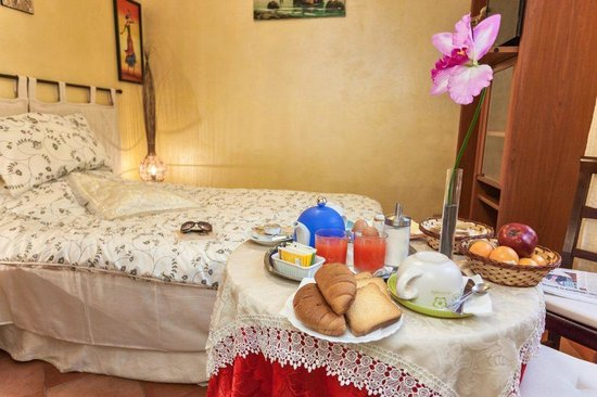 Prati B&B and Prati Vatican Apartment: B&B Breakfast in room