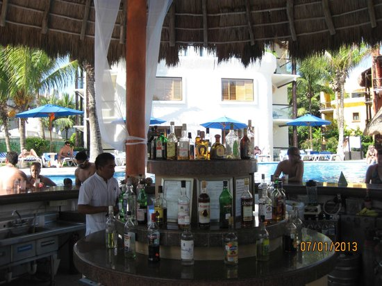 The Reef Playacar :                                                       pool bar