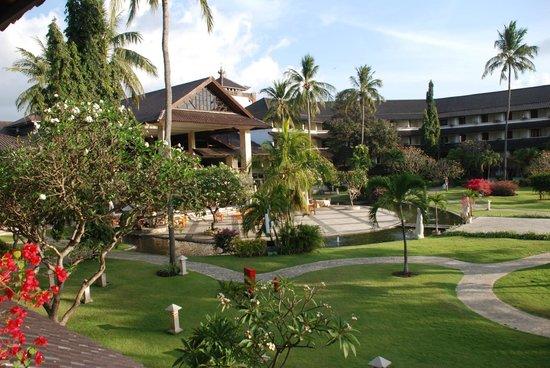Discovery Kartika Plaza Hotel: la hall vista dall'interno