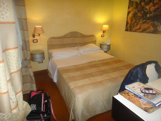 Hotel de la Pace:                   Camera