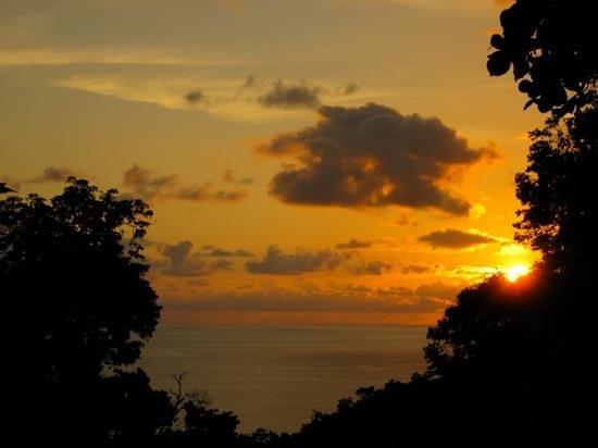 El Remanso Lodge:                                     Coucher de soleil depuis notre terrasse