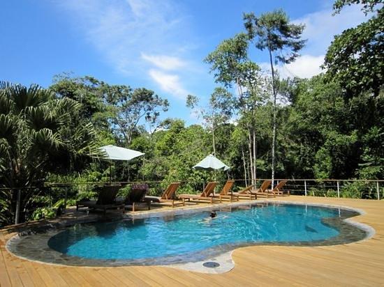 El Remanso Lodge:                                     piscine au milieu de la Rain Forest, rien de mieux après une