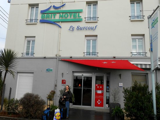 Brit Hotel Le Surcouf:                   Front Entrance of Hotel