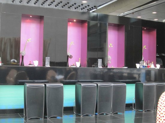 NH Collection Barcelona Tower: Die gestylte Bar